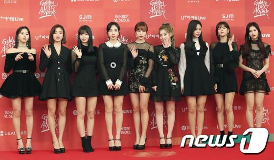 Thảm đỏ Grammy Hàn Quốc: Jennie lột xác nhưng suýt vồ ếch, mỹ nhân Black Pink lấn át cả Park Min Young và dàn idol - Hình 23