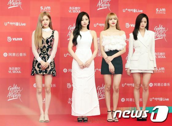 Thảm đỏ Grammy Hàn Quốc: Jennie lột xác nhưng suýt vồ ếch, mỹ nhân Black Pink lấn át cả Park Min Young và dàn idol - Hình 6