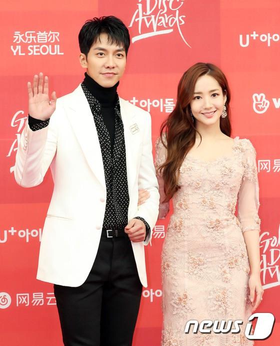 Thảm đỏ Grammy Hàn Quốc: Jennie lột xác nhưng suýt vồ ếch, mỹ nhân Black Pink lấn át cả Park Min Young và dàn idol - Hình 13