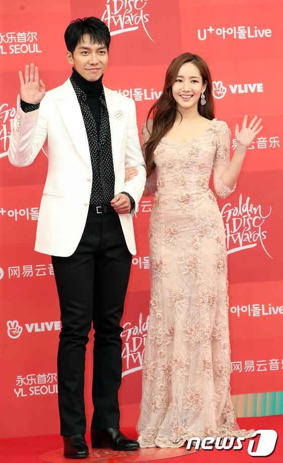 Thảm đỏ Grammy Hàn Quốc: Jennie lột xác nhưng suýt vồ ếch, mỹ nhân Black Pink lấn át cả Park Min Young và dàn idol - Hình 12