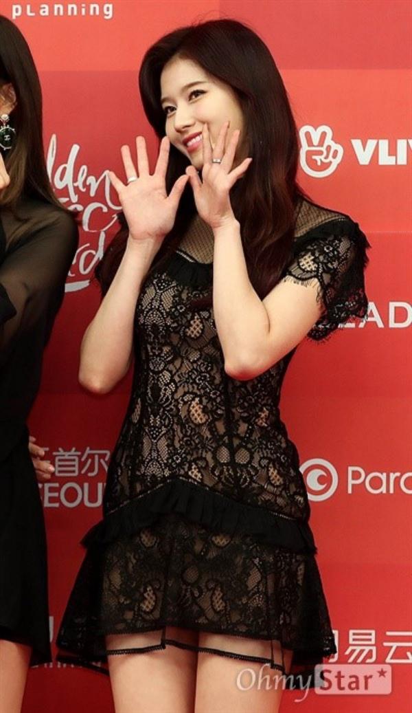 Thảm đỏ Grammy Hàn Quốc ngày 1: Jennie, Jihyo và Yuju suýt vồ ếch, Sana hở bạo với váy xuyên thấu - Hình 3