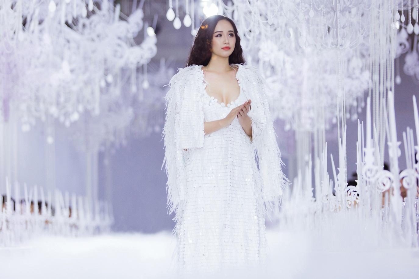 Chạm mặt Hà Hồ trong show Lý Qúi Khánh, biểu cảm khó hiểu của Võ Hoàng Yến gây chú ý - Hình 4