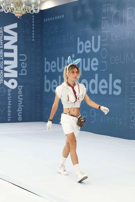 Vietnam's Next Top Model 2019: Nira (Chiếc lá cuốn bay), thỏ ngọc cùng ninja lead len lỏi sàn runway vòng casting phía Bắc  - Hình 6