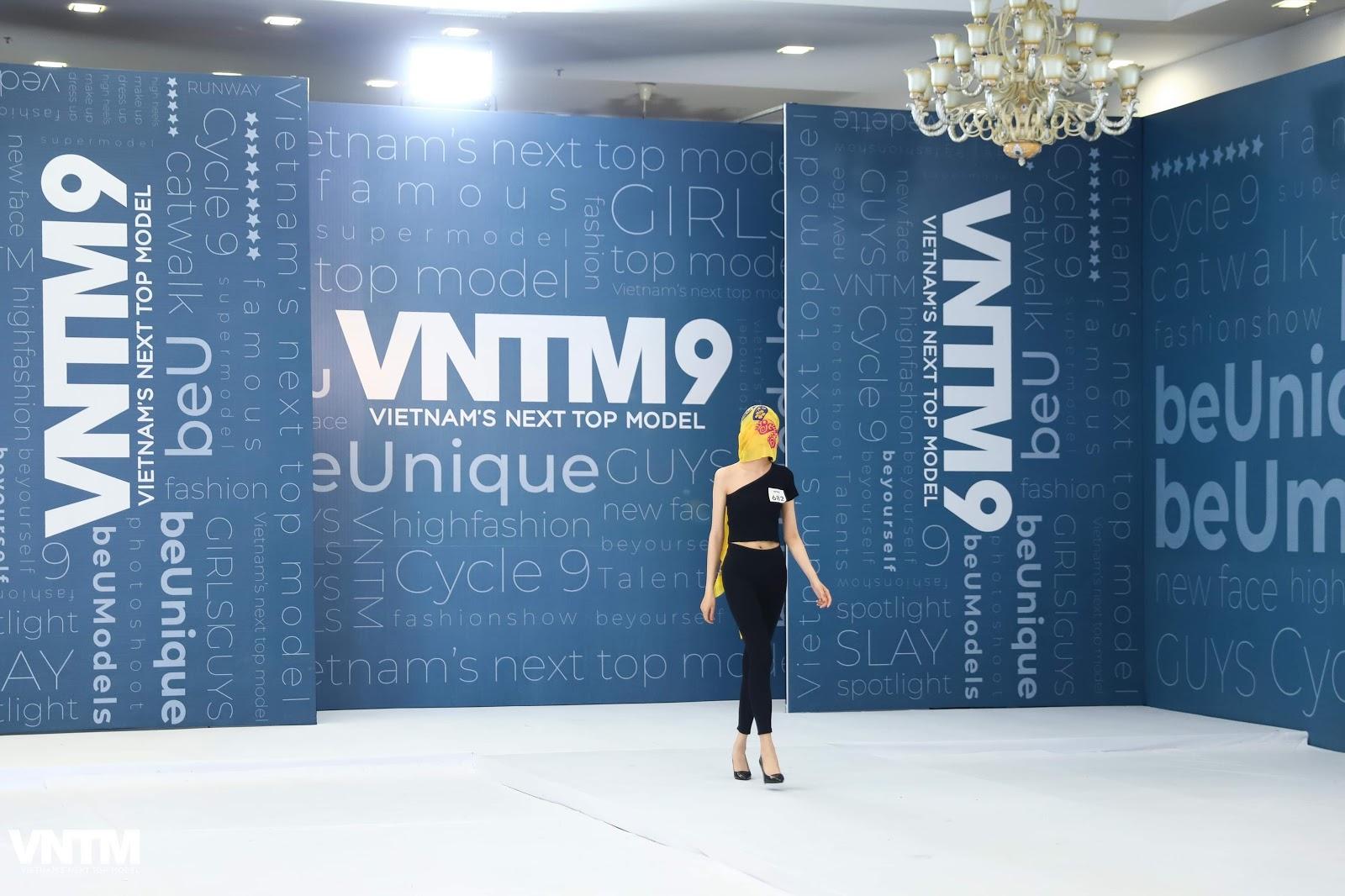 Vietnam's Next Top Model 2019: Nira (Chiếc lá cuốn bay), thỏ ngọc cùng ninja lead len lỏi sàn runway vòng casting phía Bắc  - Hình 4