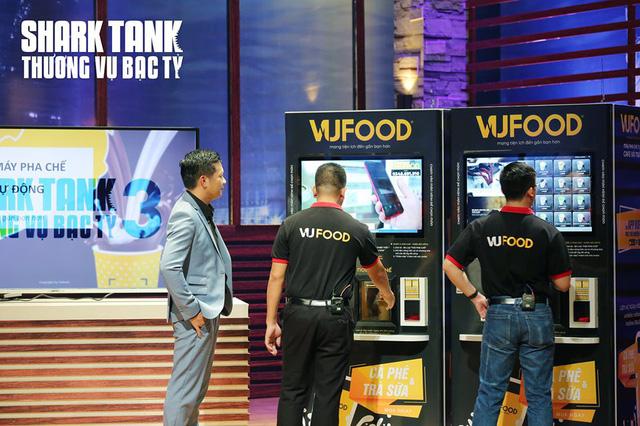 Bất chấp Shark Linh chê, Shark Hưng vẫn rót 350.000 USD vào máy pha chế tự động - Hình 1