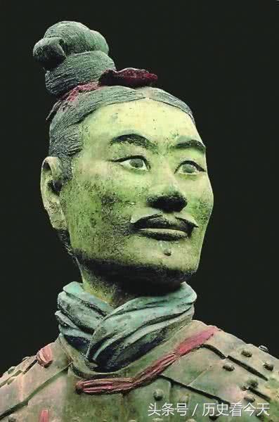 Chiến binh đất nung kỳ lạ nhất trong lăng mộ Tần Thủy Hoàng: Giới khảo cổ bất ngờ - Hình 2