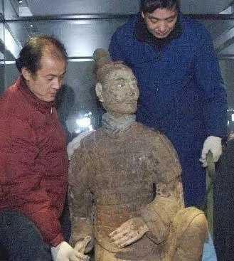 Chiến binh đất nung kỳ lạ nhất trong lăng mộ Tần Thủy Hoàng: Giới khảo cổ bất ngờ - Hình 3