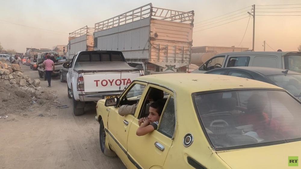Chiến sự ở Syria : Dân dắt díu nhau đi sơ tán, căn cứ Mỹ bỏ hoang như sa mạc - Hình 1