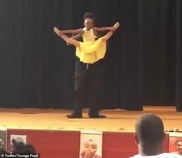 Clip bố nhảy ba lê cùng con gái đáng yêu hết nấc gây sốt cộng đồng mạng - Hình 1