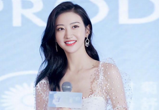 Đệ nhất mỹ nữ Bắc Kinh Cảnh Điềm khoe nhan sắc cuốn hút - Hình 1