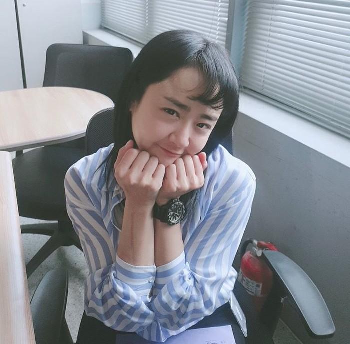 Khi ngôi sao hàng đầu Moon Geun Young nằm ngủ dưới nền đất tại ga tàu địa ngầm - Hình 1
