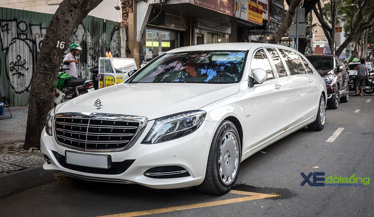 Siêu phẩm xe chính khách Mercedes-Maybach S600 Pullman tại Sài Gòn - Hình 1