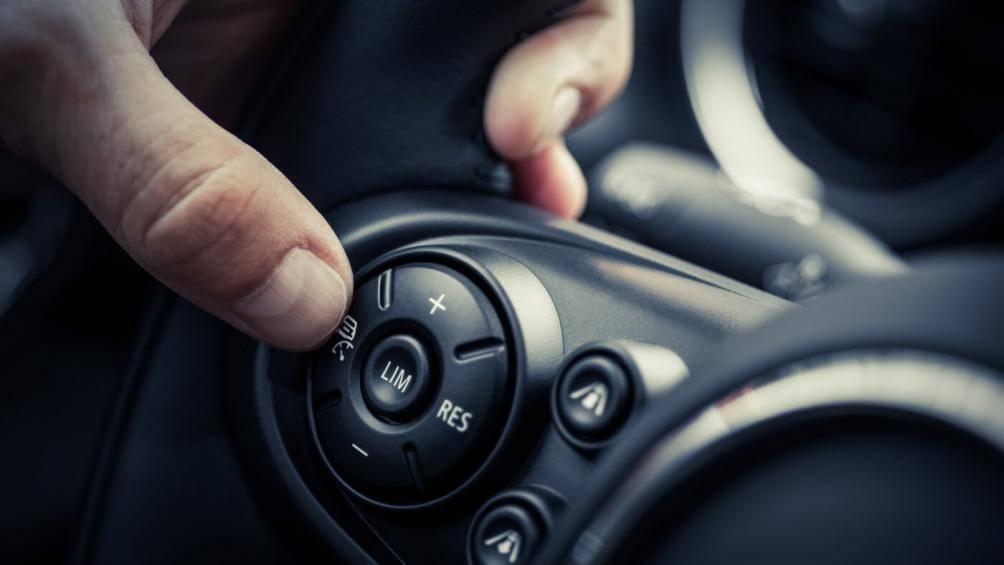 Sử dụng thiết bị ô tô này cần phải chú ý nếu không muốn gặp nguy hiểm - Hình 1