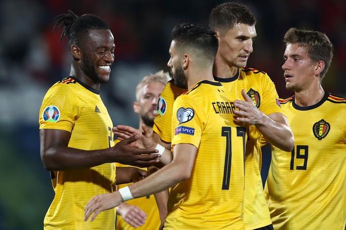 Tấm vé đầu tiên dự EURO 2020 vẫy gọi đội bóng số 1 hành tinh - Hình 1
