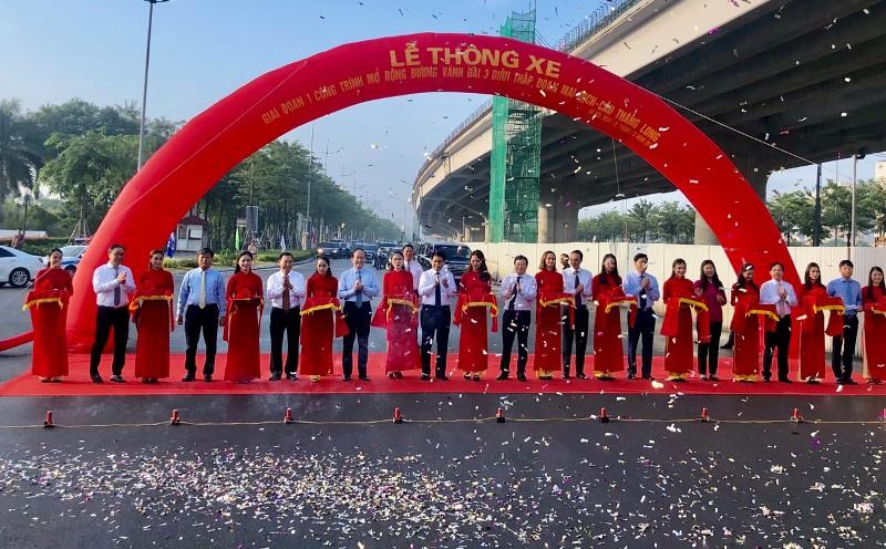 Thông xe đường vành đai Mai Dịch-Cầu Thăng Long rộng 16 làn - Hình 2