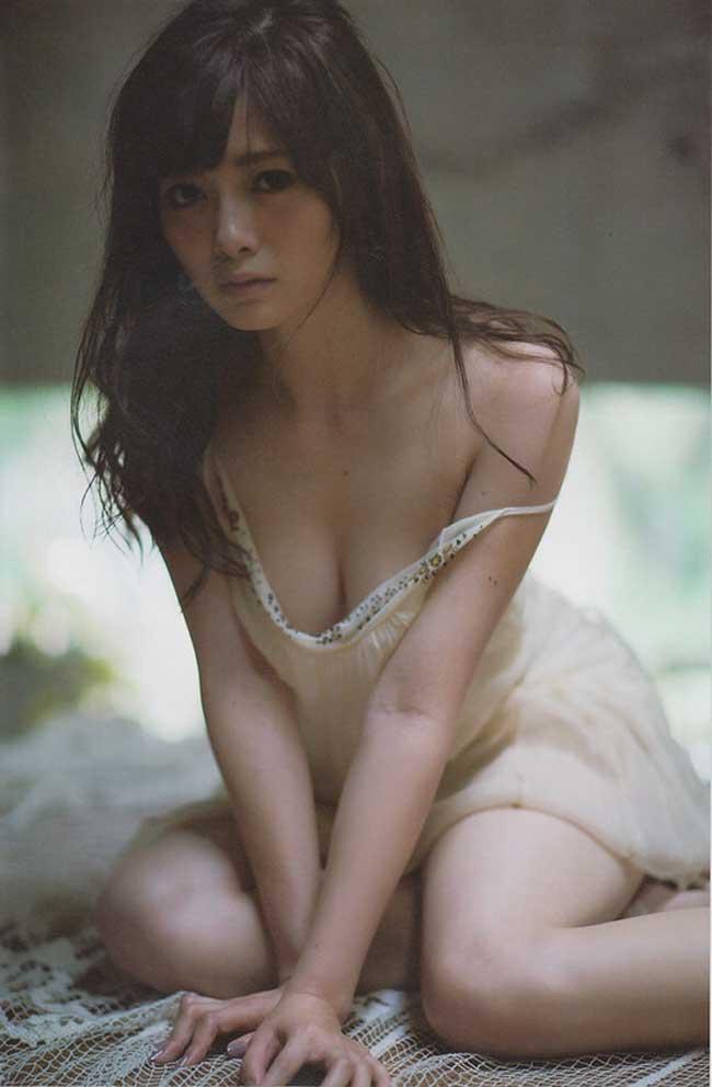 Nhan sắc tuyệt mỹ của nữ hoàng sách ảnh Nhật - Hình 8