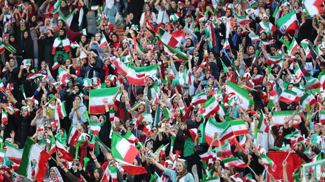 Iran thắng Campuchia 14-0 trong ngày bỏ lệnh cấm phụ nữ đến sân - Hình 1