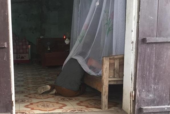 Người phụ nữ bị hạ sát, phi tang ở nghĩa trang : Hung thủ từng dỡ mái ngói vào nhà hành hung nạn nhân - Hình 2