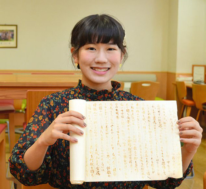 Dùng mực vô hình làm bài luận, nữ sinh Nhật Bản được giáo sư chấm điểm tuyệt đối - Hình 1