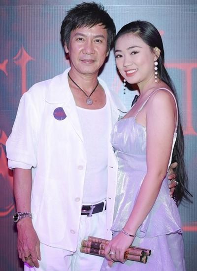 Lê Huỳnh không ghen với vợ kém 30 tuổi - Hình 1