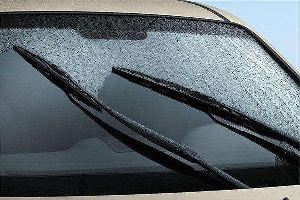 Bạn có biết vì sao cần gạt nước xe ô tô hoạt động kém đi? - Hình 2
