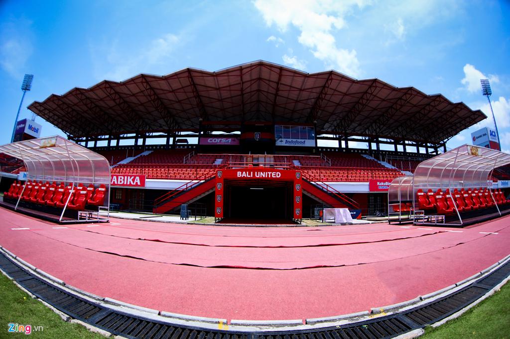 Cận cảnh sân đấu tuyển Việt Nam - Indonesia trên đảo du lịch Bali - Hình 1