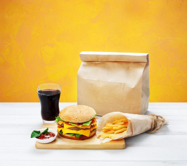 Cảnh báo: Giấy gói đồ ăn nhanh có thể làm cơ thể bạn nhiễm độc tố và dẫn tới hậu quả tồi tệ không lường thế này - Hình 1