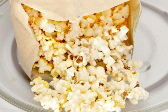 Cảnh báo: Giấy gói đồ ăn nhanh có thể làm cơ thể bạn nhiễm độc tố và dẫn tới hậu quả tồi tệ không lường thế này - Hình 2