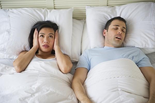 Chỉ cần làm cách này, bạn sẽ hết ngủ ngáy ngay lập tức - Hình 1