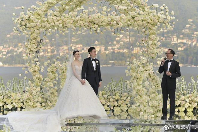Đám cưới tráng lệ gây choáng của Thần tiên tỷ tỷ cạch mặt Angela Baby: Lễ đường và pháo hoa rợp trời siêu lãng mạn - Hình 1