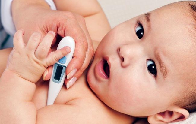 Dùng nhiệt kế hồng ngoại, bà mẹ được phen hú vía khi con bình thường mà nhiệt kế báo sốt trên 38 độ - Hình 1