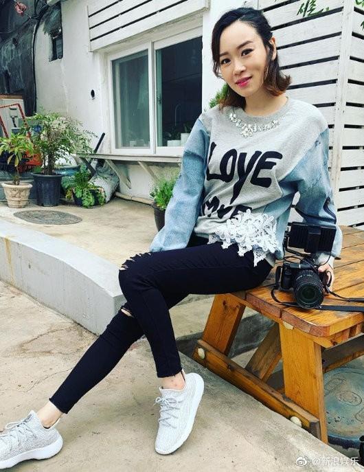 Hoa hậu chuyên săn đại gia Dương Tư Kỳ tuyên bố mang thai ở tuổi 41 sau thời gian phục vụ quán bar, chụp ảnh mát mẻ - Hình 1