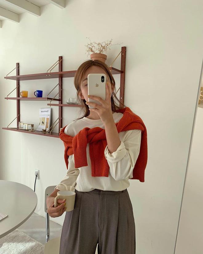Học gái Hàn chiêu diện áo sweater lấy lệ sang chảnh hết mức, trời chưa lạnh hẳn vẫn áp dụng được ngon ơ - Hình 11