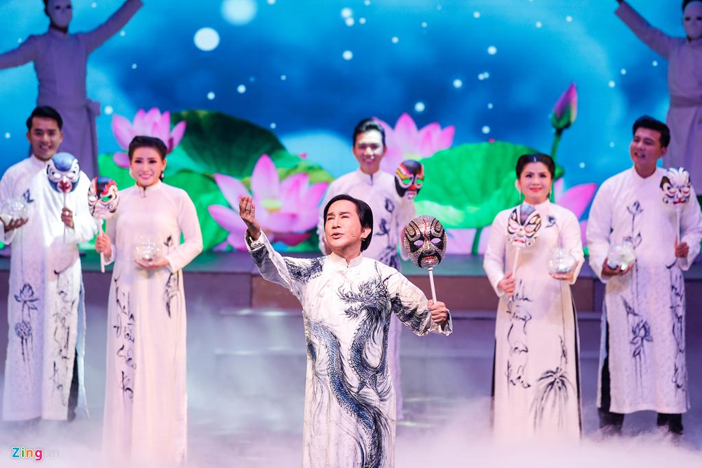 Lễ cưới ngập nước mắt của Kim Tử Long và Ngọc Huyền trên sân khấu - Hình 1