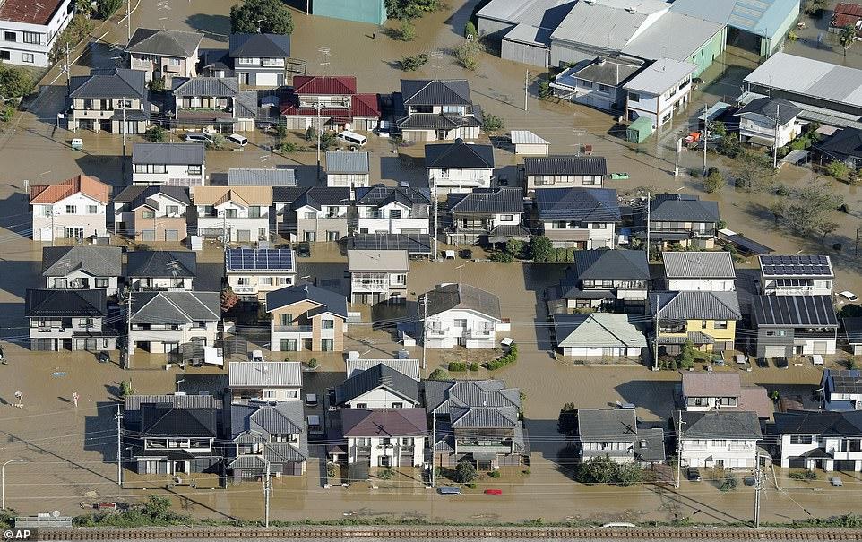 Nhật Bản tan hoang sau siêu bão Hagibis - Hình 1