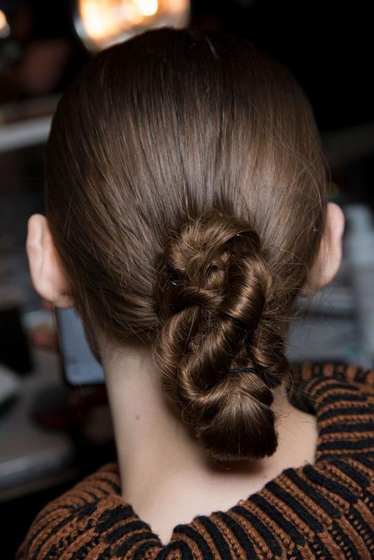 Những kiểu tóc xuất hiện trên sàn diễn thời trang mà bạn có thể học theo - Hình 14