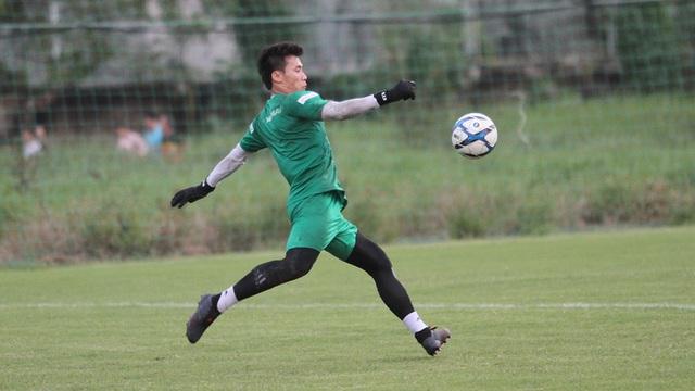 Thủ môn Bùi Tiến Dũng hào hứng trước trận đấu với U22 UAE - Hình 1