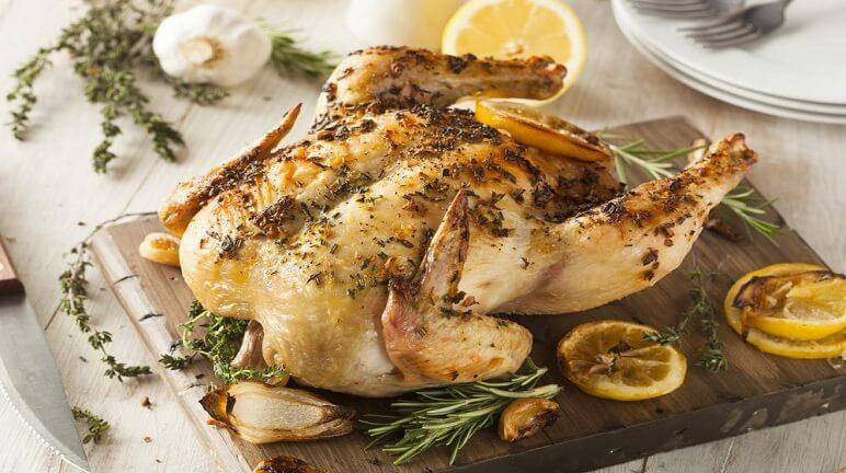 Thưởng thức món gà quay tiêu nước dừa hấp dẫn từ hương vị đến màu sắc - Hình 1