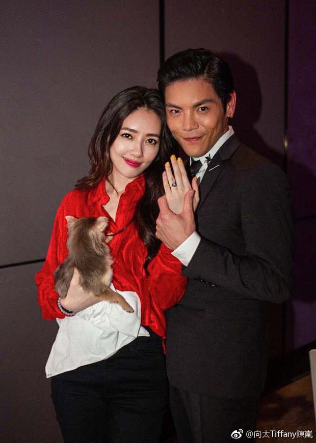 Tổ chức đám cưới được 1 tháng, con trai trùm mafia Hong Kong hối hận vì cưới mỹ nhân Quách Bích Đình? - Hình 1