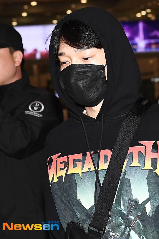 Changmin - Yunho (DBSK) thất thần tại sân bay sau tin Sulli qua đời - Hình 2