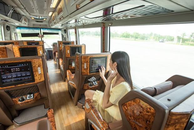 GrabBus chính thức được triển khai thử nghiệm ở Sài Gòn, bắt đầu cạnh tranh trực tiếp với xe buýt truyền thống - Hình 1