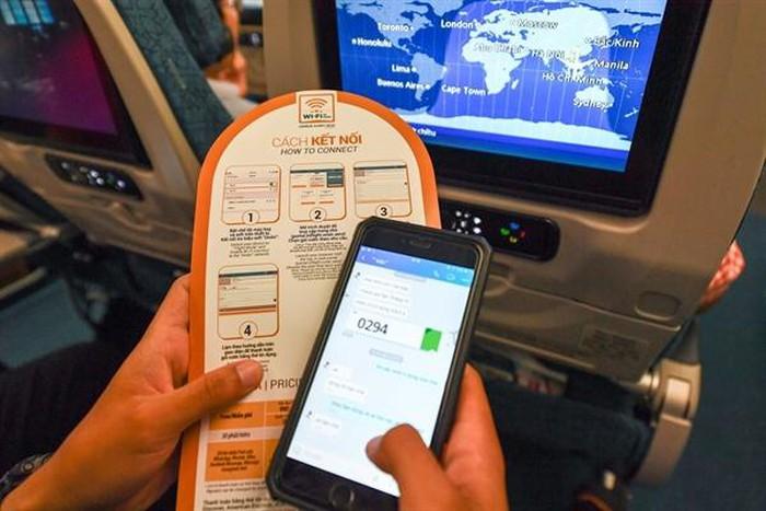 Hành khách Vietnam Airlines không còn lo mất kết nối khi bay trên không - Hình 2