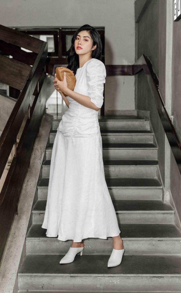 Hoa hậu Huỳnh Tiên giản dị tại sân bay lên đường dự Seoul Fashion Week tại Hàn Quốc - Hình 1