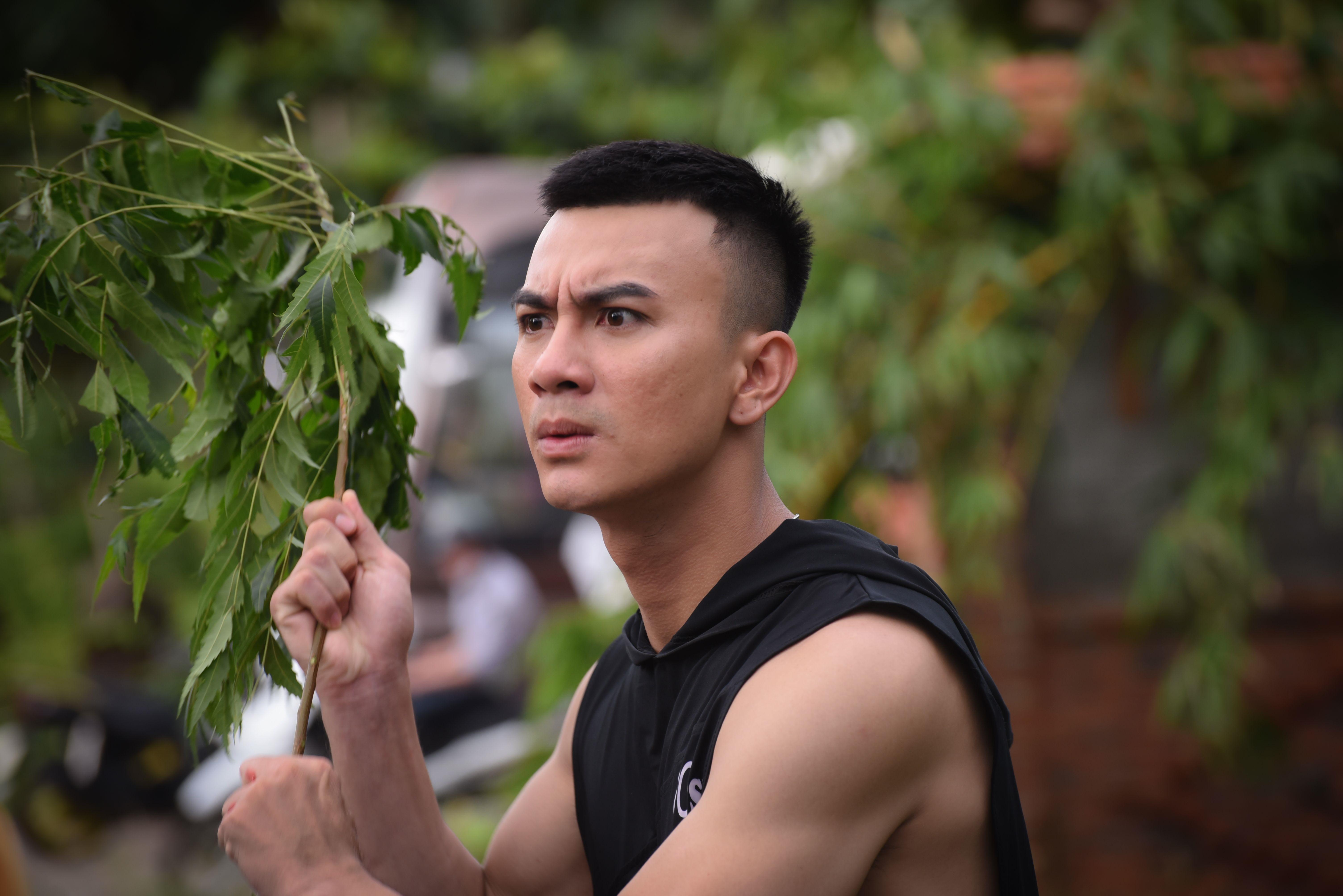 Lê Dương Bảo Lâm cùng soái ca bolero Dương Cường xuất hiện trong trailer phim du hành thời gian mới của việt nam - Hình 1