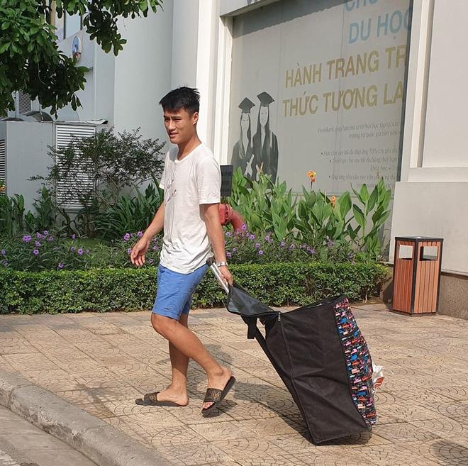 Lỡ hẹn với tuyển Việt Nam, Mạc Hồng Quân về đóng hàng gửi ship cho vợ Kỳ Hân và cái kết ngọt ngào - Hình 2