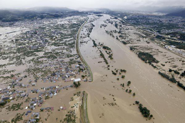 Lũ lụt ập đến Nhật Bản sau siêu bão, ít nhất 33 người chết - Hình 2