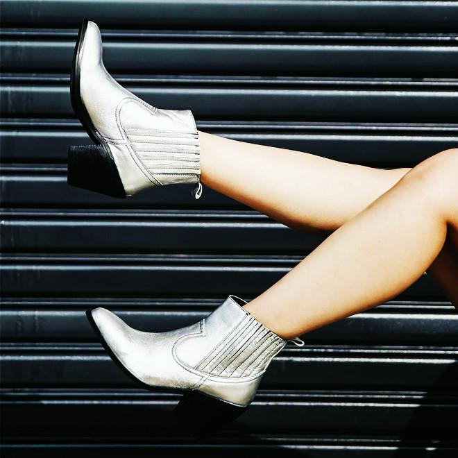Mua ngay 5 kiểu boots giúp bạn lên đời phong cách khi trời lạnh - Hình 16