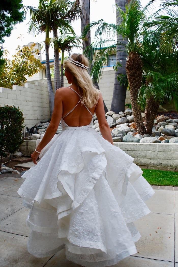 Tròn mắt với những chiếc váy cưới làm từ giấy vệ sinh lộng lẫy chẳng kém high fashion - Hình 23