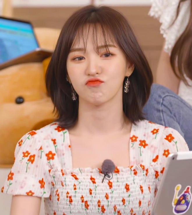 Mix đồ không sến súa thì cũng già nua, stylist Red Velvet khiến fan phải kêu oan thay cho idol - Hình 1