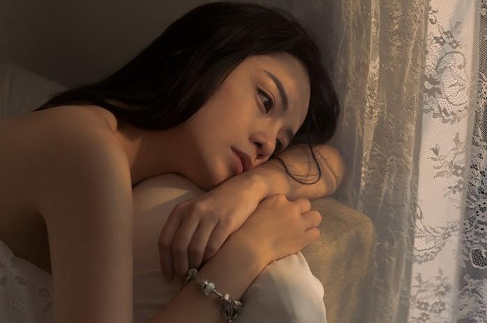 Cùng mang bệnh trầm cảm như Sulli, Thái Trinh chia sẻ: Đừng đợi thiên hạ, hãy tự cứu lấy mình - Hình 1